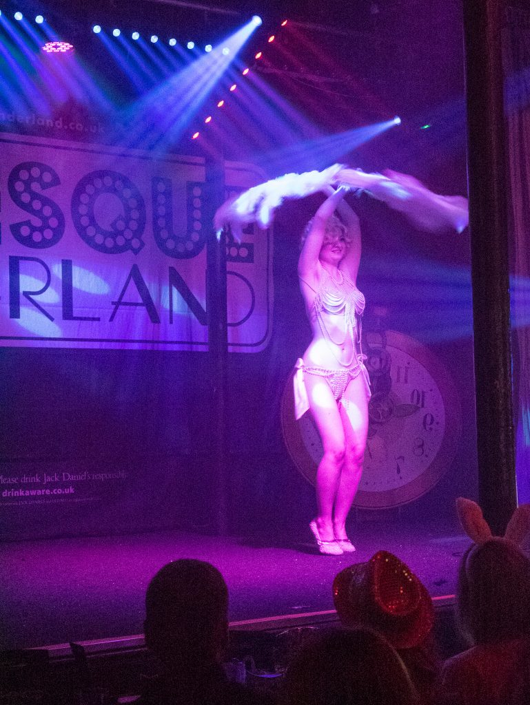 Feather dance burlesque