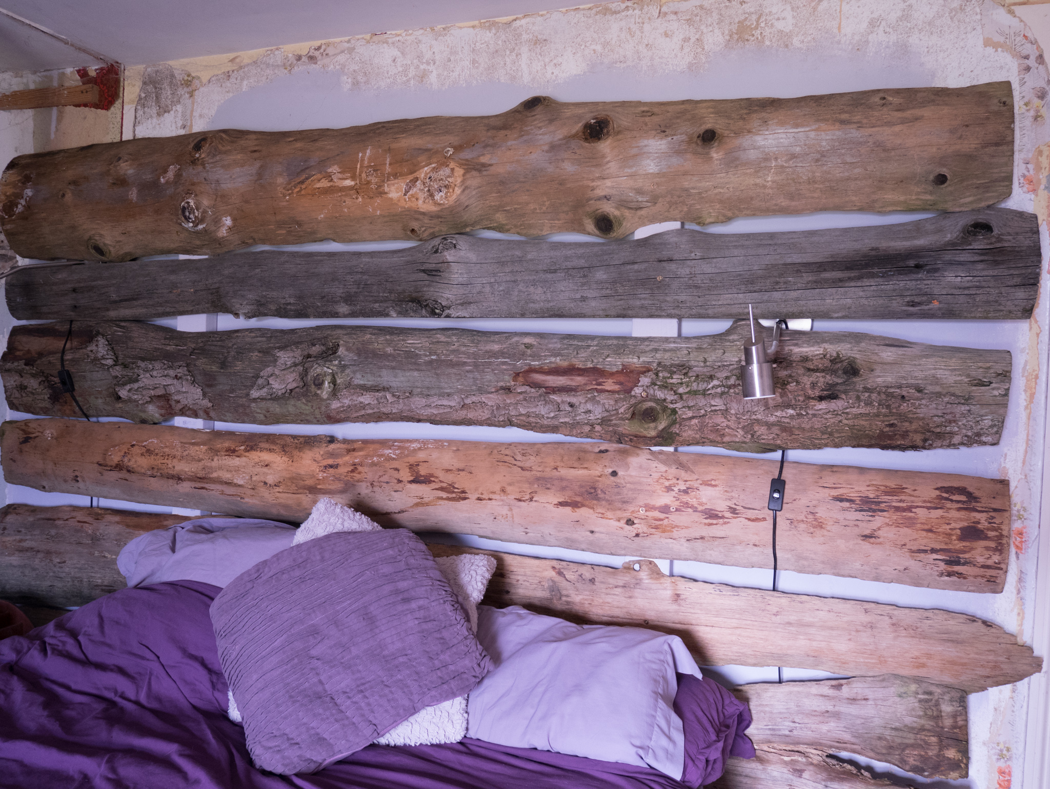 Bedroom renovating part 1 – Making a reclaimed rustic wooden headboard