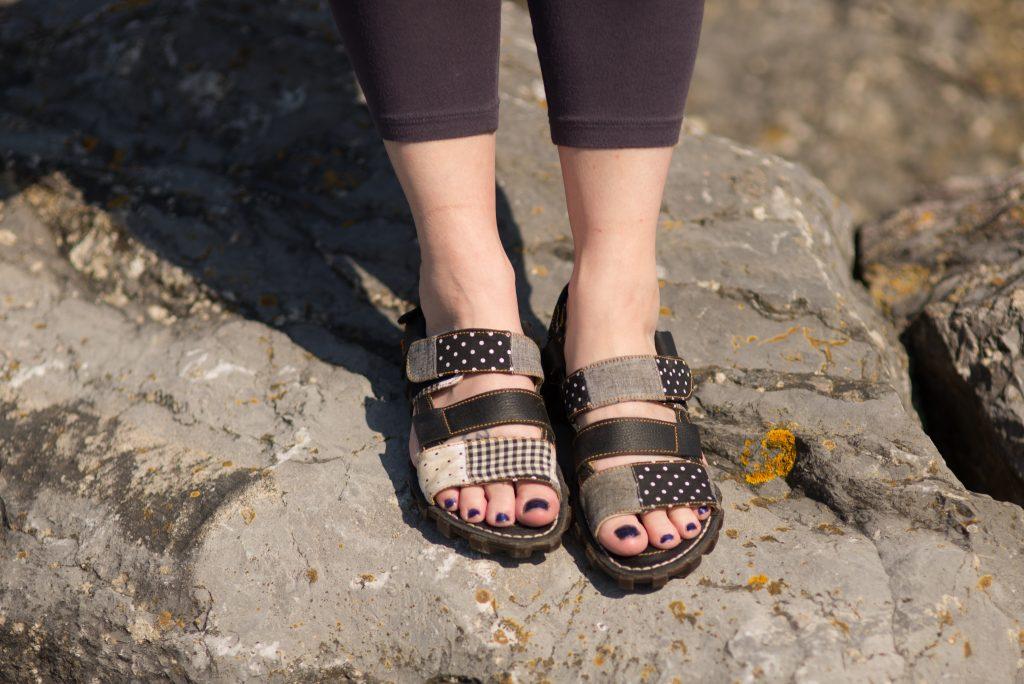 Art company sandals