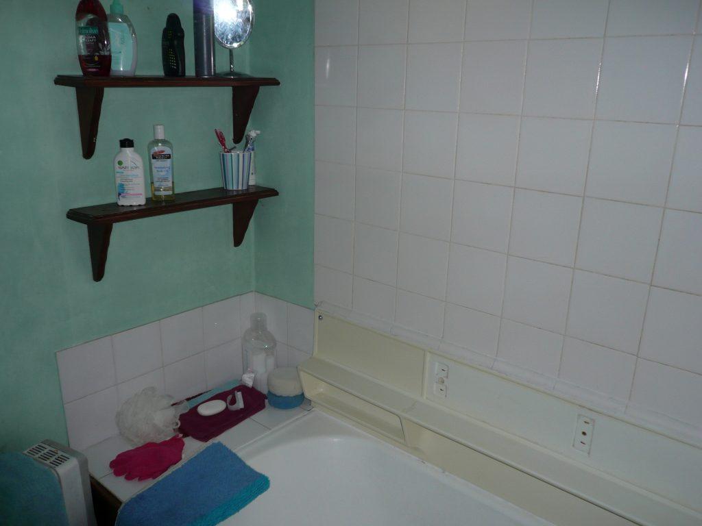 Bathroom 'before' renovation photos