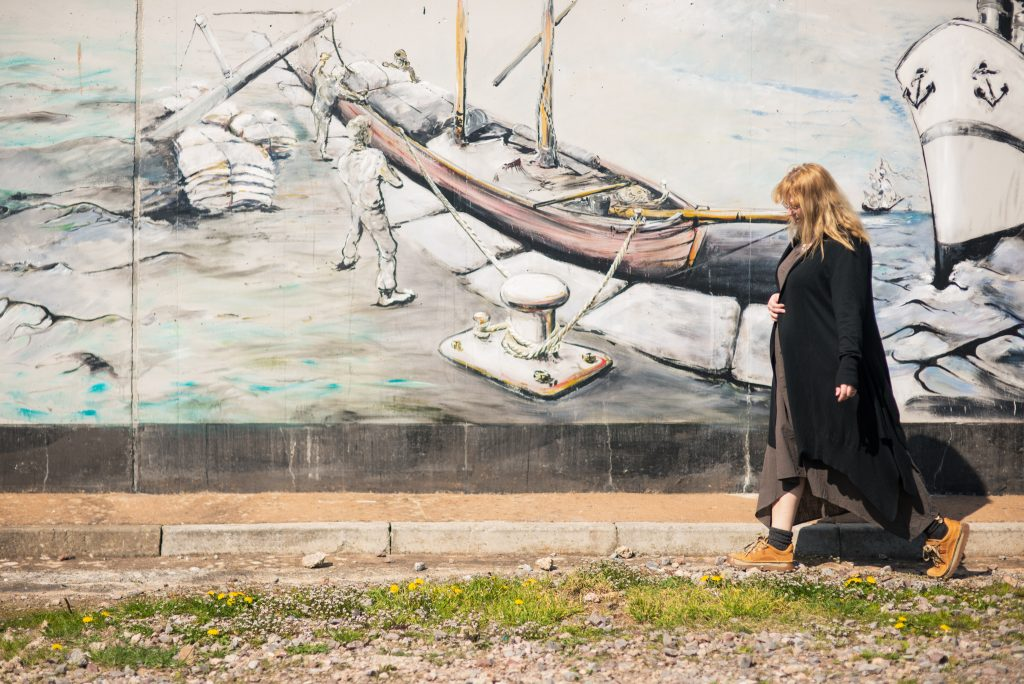 Over 40 fashion blogger and seaside graffiti