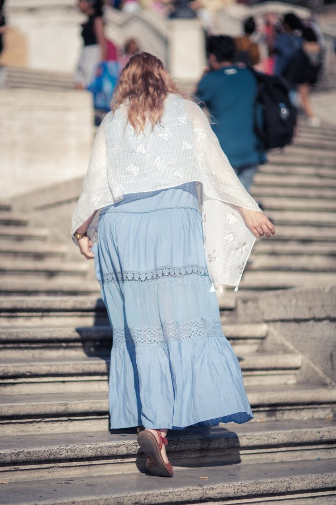 Styling a boho dress at the Spanish steps in Rome
