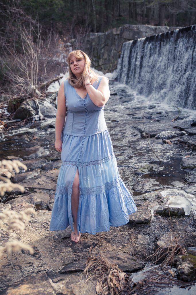 styling a blue summer maxi dress